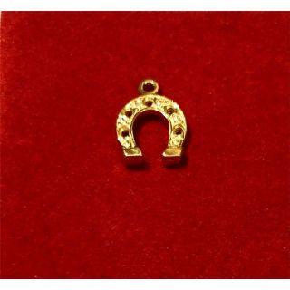 Martisor handmade placat cu aur 14K, potcoava, 13,5 X 10 mm